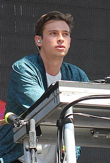 Flume performing in 2014