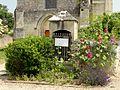 Fresnoy-la-Rivière (60), puits devant l'église de Pondron.jpg