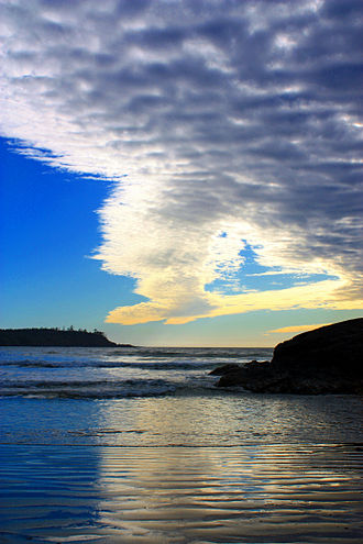 Tofino - A cold front edge moving over Cox Bay