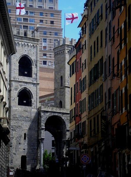 File:Genova-portasoprana01.jpg