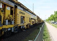 Gleisbauzug von Plasser & Theurer nahe Bahnhof Osterholz-Scharmbeck 03.JPG