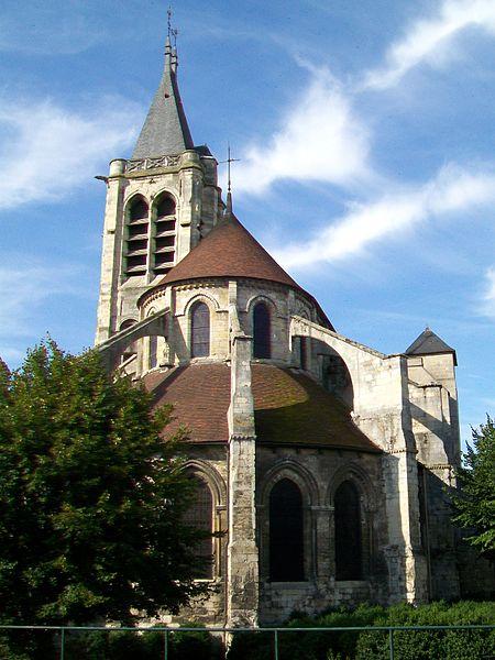 Façade est de l'église St-Pierre-et-St-Paul.