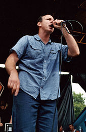 Il cantante Greg Graffin durante un concerto