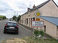 Grez-en-Bouère, entrée du village.jpg