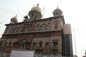 Gurudwara Sis Ganj Sahib - Gurudwara Sis Ganj Sahib up close