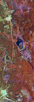 Vạn Lý Trường Thành của Trung Quốc trong một hình radar màu giả chụp từ phi thuyền không gian vào tháng 4, 1994