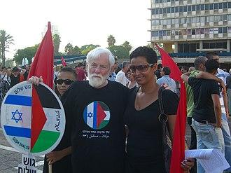 Uri Avnery - Avnery at a Hadash rally against the 2006 Lebanon War
