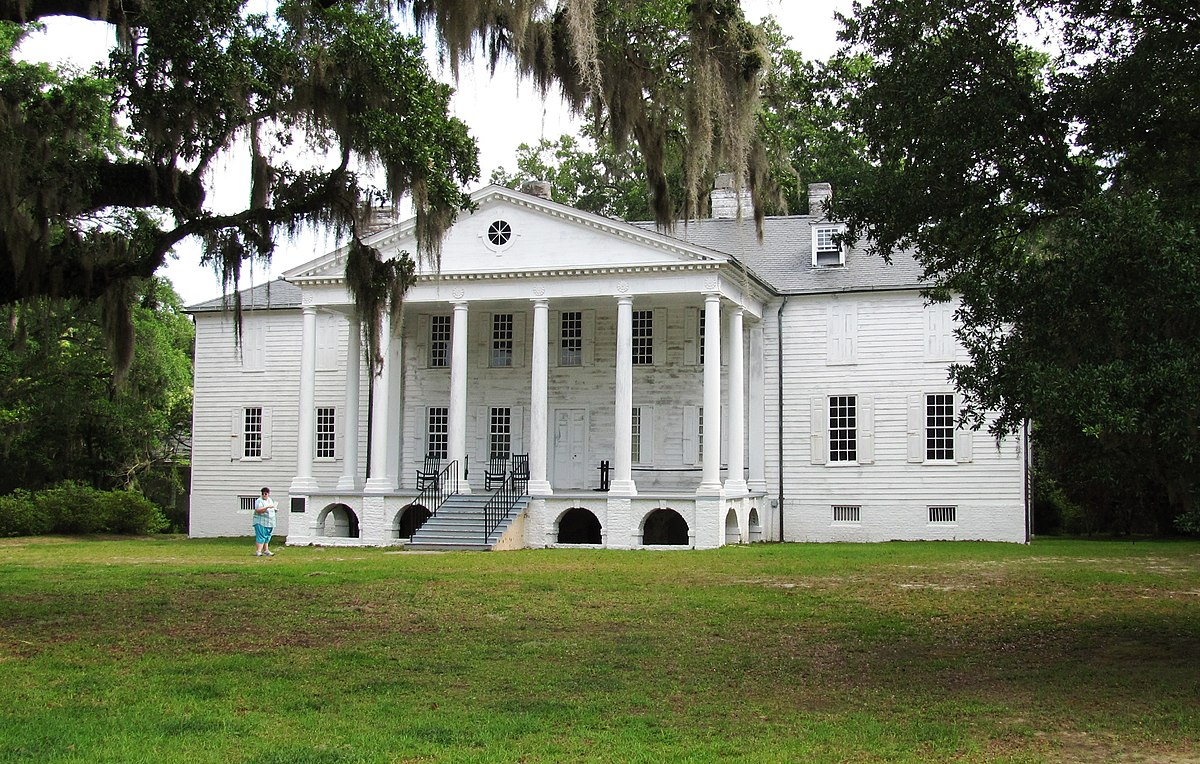 Building a plantation house