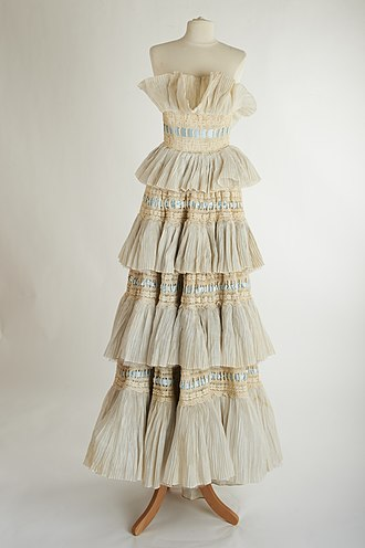 Sybil Connolly - Image: Heiress dress 1957 by Sybil Connolly Full Length Front