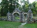Hellamaa kalmistu, peavärav.JPG