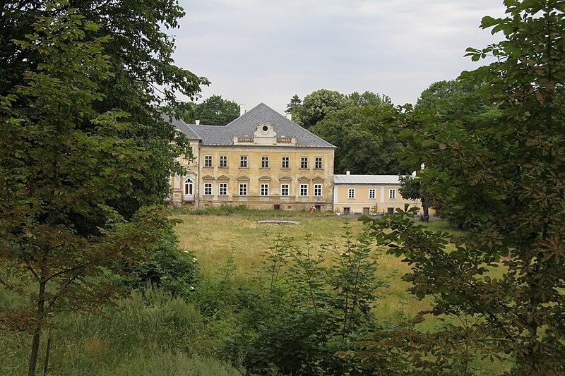 File:Hluboš (7).JPG