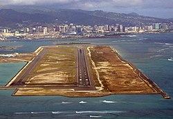 Honolulu, HNL runway 8R.jpg