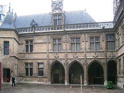Hotel de Cluny, la corte