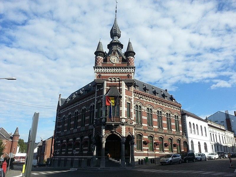 L'hôtel de ville (M) et établissement d'une zone de protection (ZP)