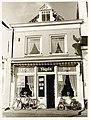 Houttil 20, 't Vroe Vogels Huis, café. Rijksmonument. Lijstgevel, kroonlijst, puilijst, muurankers. - RAA011001803 - RAA Elsinga.jpg
