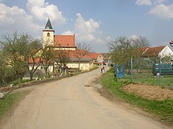 Hrusice CZ village centre from S 202.jpg