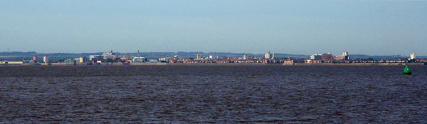 Panorama of Hull from further along the north bank of the Humber near Paull, with the Yorkshire Wolds rising behind the city Hull from Paull.jpg