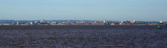 Kingston upon Hull - Panorama of Hull from further along the north bank of the Humber near Paull, with the Yorkshire Wolds rising behind the city
