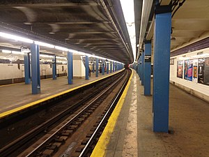Fordham Road (IND Concourse Line) - Looking south down the center express track