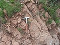 Ignimbritas y mi martillo de geólogo.jpg