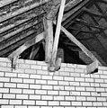 Interieur paardenstal, gedeelte dakconstructie - Lieshout - 20332895 - RCE.jpg