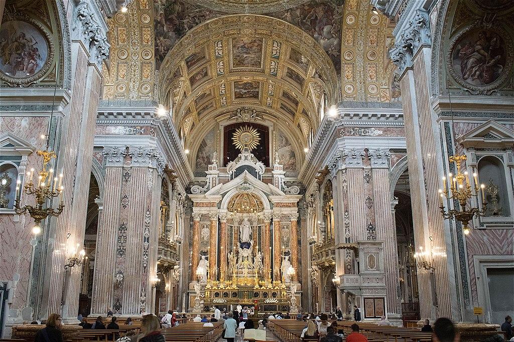 Intérieur de l'église Gesu Nuovo à Naples - photo de Baku
