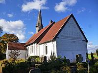 Jakobus-Kirche Uesby Süd- und Ostseite.jpg