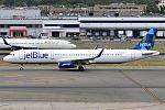 JetBlue Airways, N950JT, Airbus A321-231 (19994379418).jpg