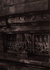 KITLV 155197 - Kassian Céphas - Reliefs on the terrace of the Shiva temple of Prambanan near Yogyakarta - 1889-1890.tif