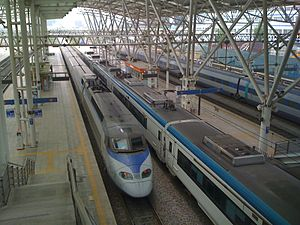 Seoul Station - Image: KTX at seoul station