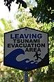 Kalani entrance, leaving tsunami evacuation area (a0004885) - panoramio.jpg