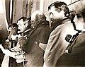 Karel Sedláček (čtvrtý zprava)na balkónu Melantrichu na Václavském náměstí v revolučních dnech roku 1989 čte prohlášení.jpg