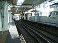 Keikyu-railway-main-line-Omorimachi-station-platform-20081119.jpg