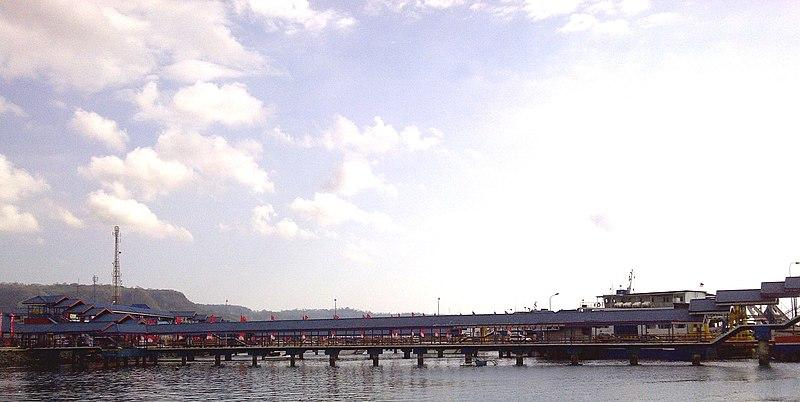 File:Ketapang Port, Banyuwangi, Indonesia.jpg