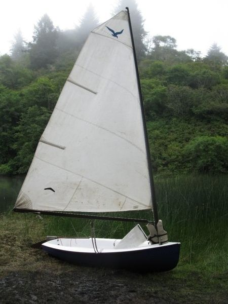 File:Kite sailboat dinghy.jpg