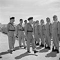 Koning Hussein met generaal Glubb en prins Nassar ben Jamil inspecteren de erewa, Bestanddeelnr 255-5078.jpg