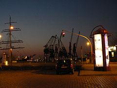 Kranen Rijnkaai Sedov CEDOB Antwerpen.JPG
