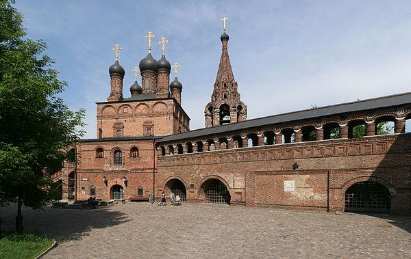 https://upload.wikimedia.org/wikipedia/commons/thumb/a/ac/Krutitsy_Metochion1.jpg/600px-Krutitsy_Metochion1.jpg