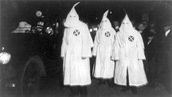 Ku Klux Klan Virginia 1922 Parade.jpg