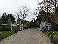 L'entrée du chateau de richeux a st meloir des ondes - panoramio.jpg
