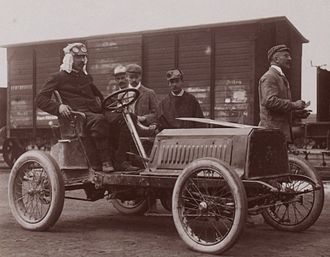 Automobiles Darracq France - Captain H. Genty de la Touloubre, voiturettes class winner at the Circuit des Ardennes 1904 on his Darracq (gare de Bastogne, before departure).