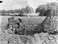 Legermanoeuvres in West Duitsland , soldaten in actie aangetast, Bestanddeelnr 906-7376.jpg