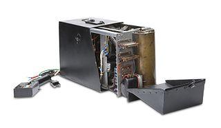 File:Lentokoneen musta laatikko. Ollut käytössä 1940-70. Valtion lentokonetehdas, 1940-luku ...
