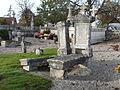 Limeyrat vieux cimetière tombes.JPG