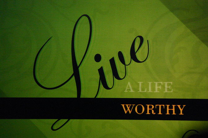 Urbana 2006 motto: Live a Life Worthy of the C...
