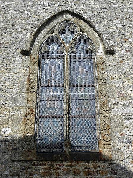Église Notre-Dame de Livré-sur-Changeon (35). Fenêtre renaissance de la seconde chapelle méridionale.
