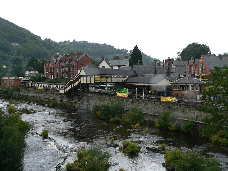File:Llangollen railway station.jpg
