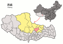 Location of Nagchu County (red) within Nagchu Prefecture (yellow) and the Tibet AR