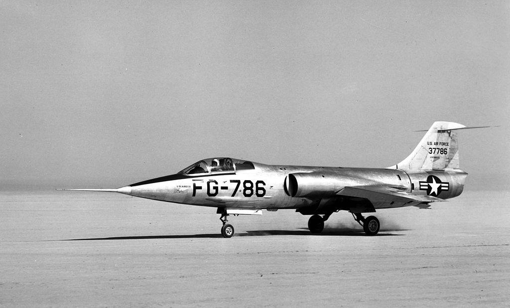 Lockheed XF-104 (SN 53-7786, the first XF-104) on Rogers Dry Lake 060928-F-1234S-002