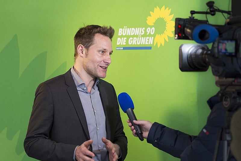 Datei:Ludwig Hartmann im Interview.jpg